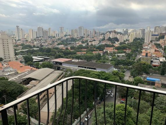 Apenas 100 metros do Metro Santos Imigrante