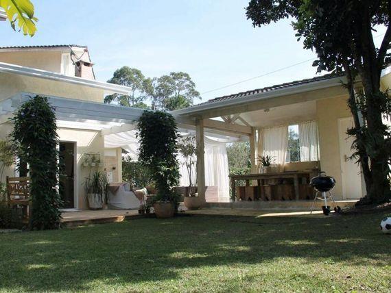 """Casa com 3 dormitórios à venda, 250 m² por <span itemscope="""""""" itemtype=""""http://schema.org/TradeAction""""><span itemprop=""""price"""">R$ 680.000</span></span>- <span itemprop=""""addressLocality"""">Granja Caiapiá</span> - Cotia/SP"""
