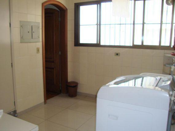 """Três suites na  melhor rua do <span itemprop=""""addressLocality"""">Campo Belo</span>"""