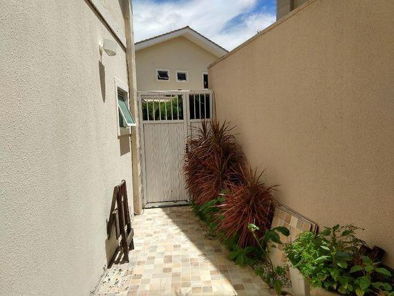 "Casa com 3 dormitórios para alugar, 113 m² por <span itemscope="""" itemtype=""http://schema.org/TradeAction""><span itemprop=""price"">R$ 2.509</span></span>/mês - <span itemprop=""addressLocality"">Engenheiro Luciano Cavalcante</span> - Fortaleza/CE"