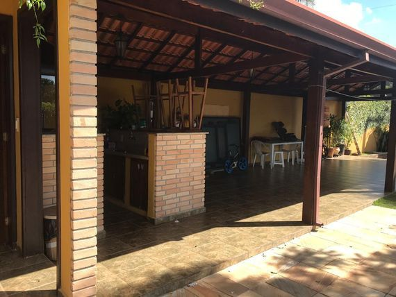 Granja Viana, Aconchegante com belo jardim