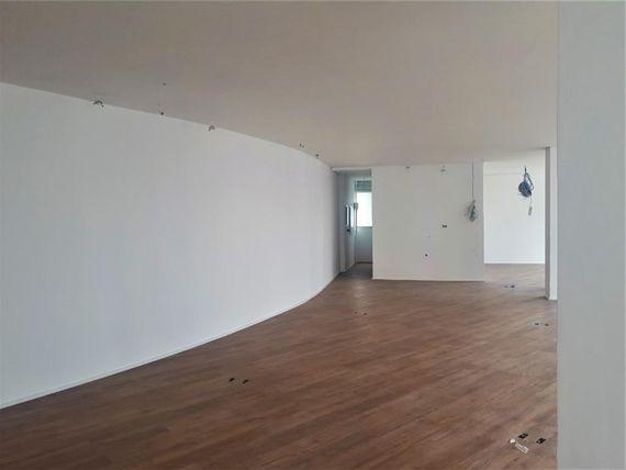 "123 m² por <span itemscope="""" itemtype=""http://schema.org/TradeAction""><span itemprop=""price"">R$ 8.500</span></span>/mês - <span itemprop=""addressLocality"">Itaim Bibi</span> - São Paulo/SP"