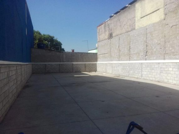 "Terreno para alugar, 250 m² por <span itemscope="""" itemtype=""http://schema.org/TradeAction""><span itemprop=""price"">R$ 4.000</span></span>/mês - Parque Erasmo Assunção - <span itemprop=""addressLocality"">Santo André</span>/SP"