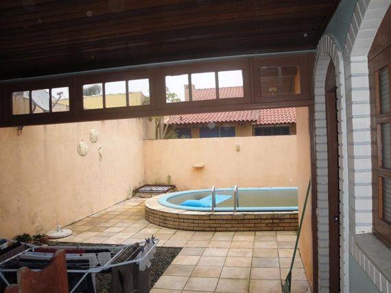 "Casa MOBILIADA com piscina no <span itemprop=""addressLocality"">Centro</span> de Imbé."