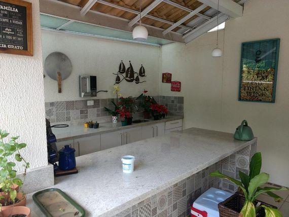 """Casa com 4 dormitórios à venda, 300 m² por <span itemscope="""""""" itemtype=""""http://schema.org/TradeAction""""><span itemprop=""""price"""">R$ 1.800.000</span></span>- Orvalho - <span itemprop=""""addressLocality"""">Cotia</span>/SP,Granja Viana"""
