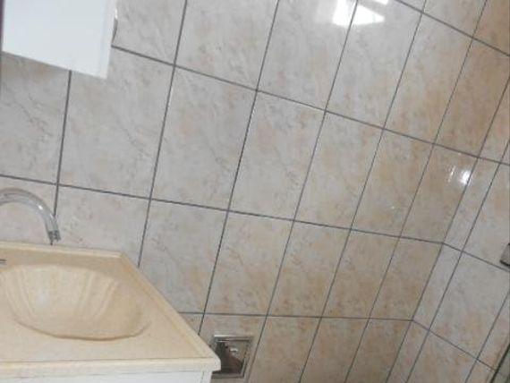 """Sobrado com 2 dormitórios para alugar, 80 m² por <span itemscope="""""""" itemtype=""""http://schema.org/TradeAction""""><span itemprop=""""price"""">R$ 1.300</span></span>/mês - <span itemprop=""""addressLocality"""">Jardim das Flores</span> - Osasco/SP"""
