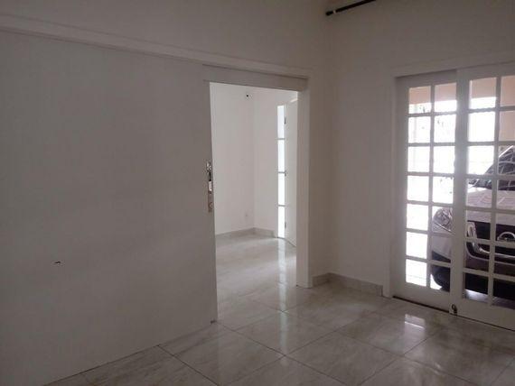 """Casa com 3 dormitórios à venda, 170 m² por <span itemscope="""""""" itemtype=""""http://schema.org/TradeAction""""><span itemprop=""""price"""">R$ 650.000</span></span>- <span itemprop=""""addressLocality"""">Jardim das Indústrias</span> - São José dos Campos/SP"""