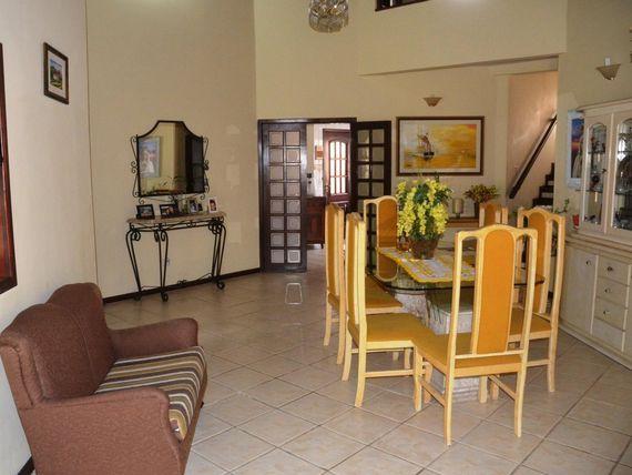 """Casa com 5 dormitórios à venda, 300 m² por <span itemscope="""""""" itemtype=""""http://schema.org/TradeAction""""><span itemprop=""""price"""">R$ 740.000</span></span>- <span itemprop=""""addressLocality"""">Urbanova</span> - São José dos Campos/SP"""