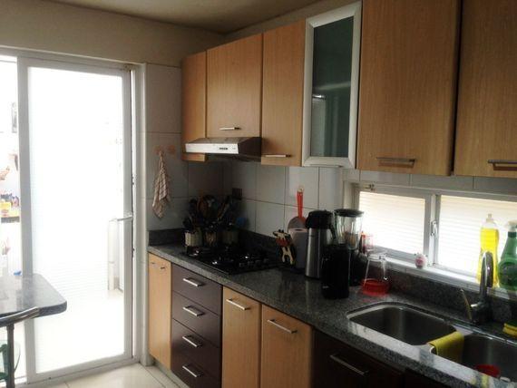 Casa en condominio privado, ubicado en plena Av. Blanca Estela.