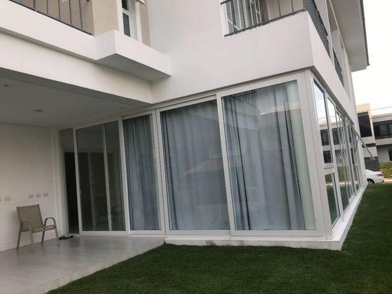 Casa à venda em Condomínio de luxo Ref A