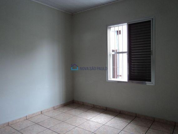 """Casa com 2 quartos e 2 Vagas na <span itemprop=""""streetAddress"""">Av Oswaldo Aranha</span>, São Paulo, <span itemprop=""""addressLocality"""">Jardim da Saúde</span>, por <span itemscope="""""""" itemtype=""""http://schema.org/TradeAction""""><span itemprop=""""price"""">R$ 960.000</span></span>"""