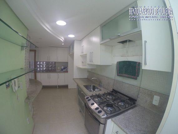 "Casa com 4 quartos e Area servico, Porto Alegre, <span itemprop=""addressLocality"">Auxiliadora</span>, por <span itemscope="""" itemtype=""http://schema.org/TradeAction""><span itemprop=""price"">R$ 1.800.000</span></span>"