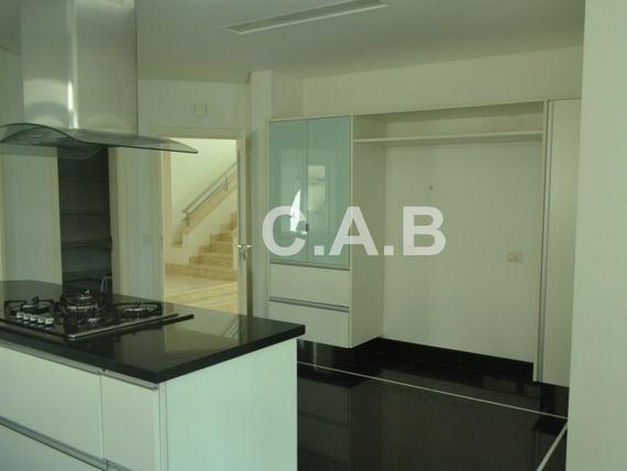 Linda Casa para venda no 18 do forte em Alphaville- 4 suites