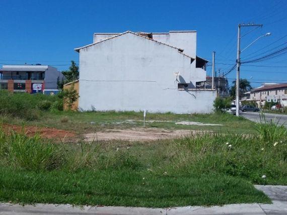 Terreno de esquina no Novo Portinho !!!