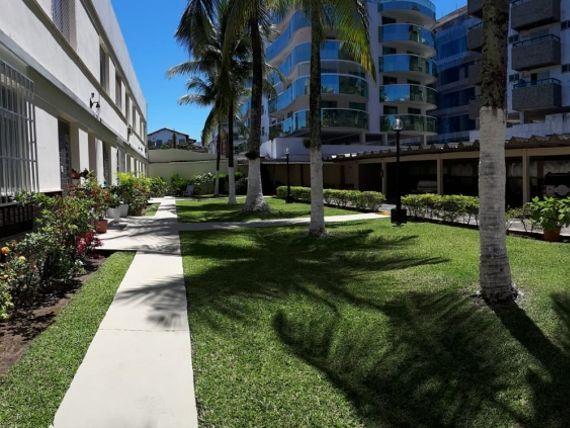 Excelente casa em condomínio a 1 quadra da praia !!!