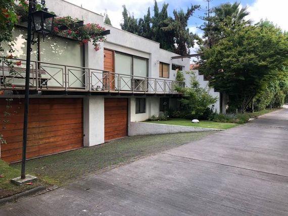 "Casa tipo mediterránea en condominio <span itemprop=""addressLocality""><span itemprop=""streetAddress"">La Reina</span></span>/ Santiago"