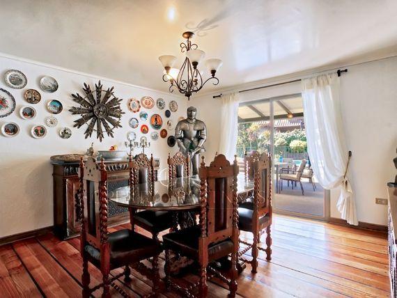 """Hermosa casa chilena, en tranquilo sector de <span itemprop=""""addressLocality"""">La Reina</span> alta."""