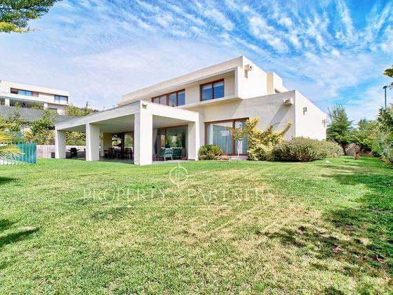Piedra Roja, excelente casa mediterránea en condominio consolidado