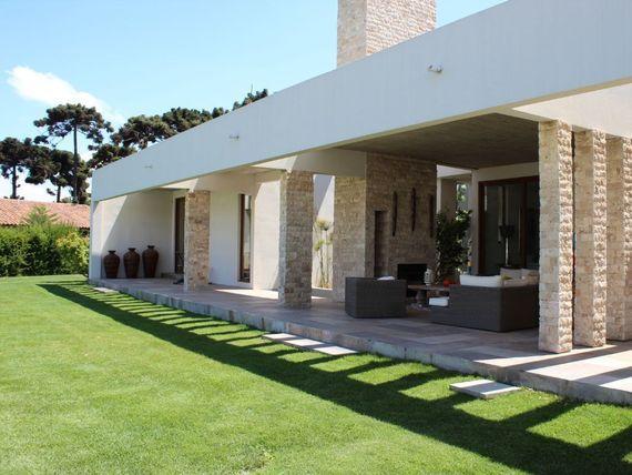 Exclusiva Casa Estilo Mediterránea, en condominio con cancha de golf