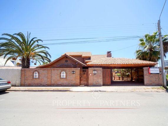 Gran casa esquina en La Herradura