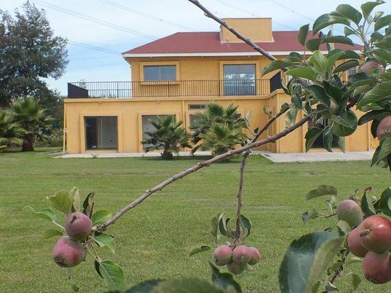 Acogedora Casa en Parcela a pasos de autopista y colegios