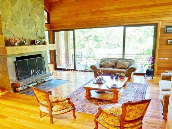 """Sensacional Casa en <span itemprop=""""addressLocality"""">Pucón</span>, con 400 m de orilla de río en sector Paillaco"""