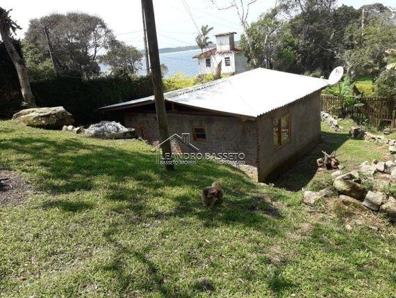 "Casa com 2 quartos e Churrasqueira, Santa Catarina, <span itemprop=""addressLocality"">Florianópolis</span>, por <span itemscope="""" itemtype=""http://schema.org/TradeAction""><span itemprop=""price"">R$ 900.000</span></span>"