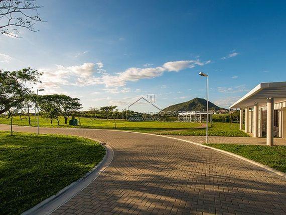 "Terreno com Elevador, Florianópolis, <span itemprop=""addressLocality"">Santinho</span>, por <span itemscope="""" itemtype=""http://schema.org/TradeAction""><span itemprop=""price"">R$ 680.000</span></span>"
