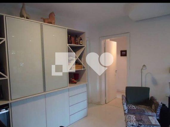 """Apartamento com 2 quartos e Area servico, Porto Alegre, <span itemprop=""""addressLocality"""">Petrópolis</span>, por <span itemscope="""""""" itemtype=""""http://schema.org/TradeAction""""><span itemprop=""""price"""">R$ 620.000</span></span>"""