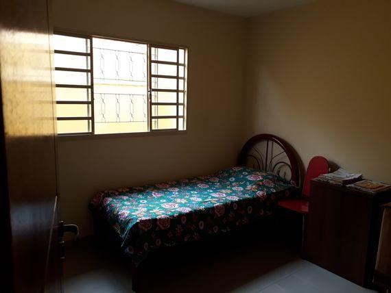 """Casa com 4 quartos e 2 Salas, Minas Gerais, <span itemprop=""""addressLocality"""">Belo Horizonte</span>, por <span itemscope="""""""" itemtype=""""http://schema.org/TradeAction""""><span itemprop=""""price"""">R$ 690.000</span></span>"""