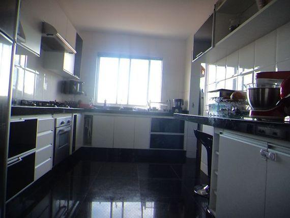 """Apartamento com 3 quartos e Interfone, Minas Gerais, <span itemprop=""""addressLocality"""">Belo Horizonte</span>, por <span itemscope="""""""" itemtype=""""http://schema.org/TradeAction""""><span itemprop=""""price"""">R$ 390.000</span></span>"""