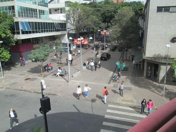 "Comercial com 2 Elevador, Belo Horizonte, <span itemprop=""addressLocality"">Funcionários</span>, por <span itemscope="""" itemtype=""http://schema.org/TradeAction""><span itemprop=""price"">R$ 235.000</span></span>"
