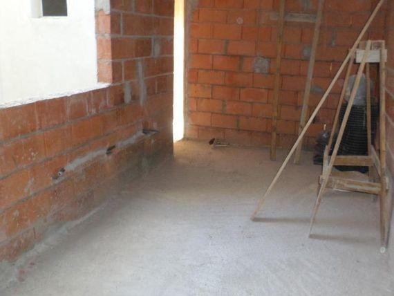 Apartamento sem condomínio 55 m² ( 35 m² + 20 m² de área de descoberta - quintal) 2 dormitórios, 1 vaga Bairro Jardim do Estadio