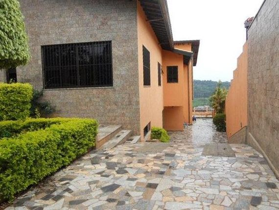 Granja Viana, Casa totalmente térrea