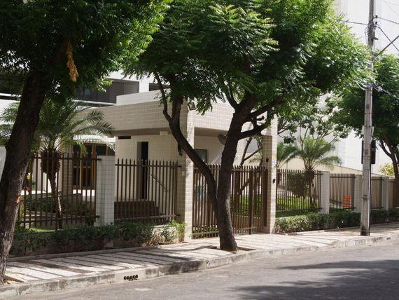 """Apartamento com 2 dormitórios à venda, 145 m² por <span itemscope="""""""" itemtype=""""http://schema.org/TradeAction""""><span itemprop=""""price"""">R$ 890.000</span></span>- <span itemprop=""""addressLocality"""">Guararapes</span> - Fortaleza/CE"""