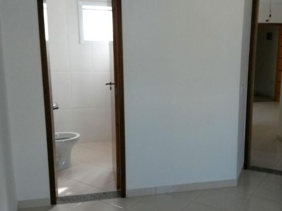"""Apartamento sem condomínio, 55m², 2 dorms, 1 suite, 1 vaga, Vila Guarani, <span itemprop=""""addressLocality"""">Santo André</span>."""