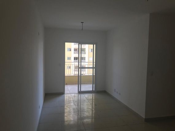 3 dorms(st), sala 2 ambientes, sacada com churrasqueira, cozinha, piscina, quadra, play ground, salão de festas, sala de ginástica, churrasqueira, 2 g