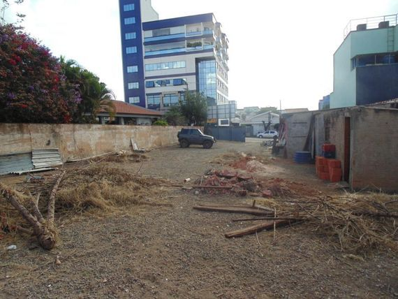 """Terreno para alugar, 730 m² por <span itemscope="""""""" itemtype=""""http://schema.org/TradeAction""""><span itemprop=""""price"""">R$ 2.500.000</span></span>/mês - <span itemprop=""""addressLocality"""">Centro</span> - Santa Bárbara D'Oeste/SP"""