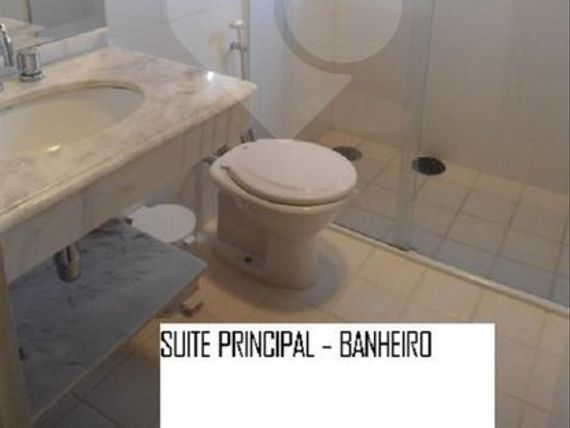 """Casa à Venda em <span itemprop=""""addressLocality"""">Centro</span>"""