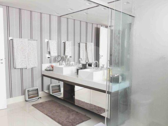 "Apartamento com 4 quartos, São Paulo, <span itemprop=""addressLocality"">Santo Amaro</span>, por <span itemscope="""" itemtype=""http://schema.org/TradeAction""><span itemprop=""price"">R$ 2.800.000</span></span>"
