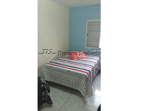 Apartamento 2 dormitórios no centro do Caiçara, a sua esperar.