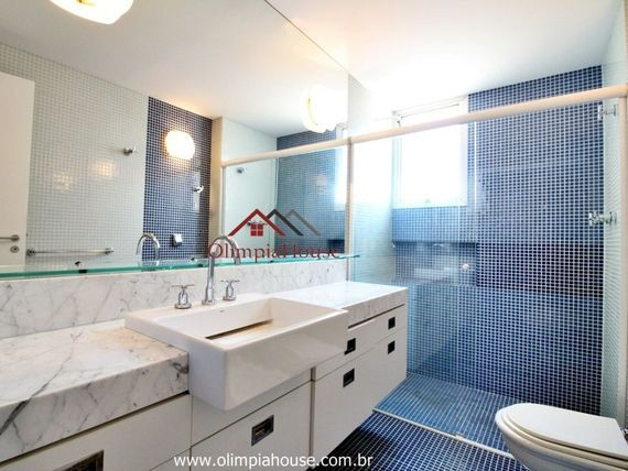 Apartamento de 160 mts ²com duas suítes , à 200mts do Parque do Ibirapuera.