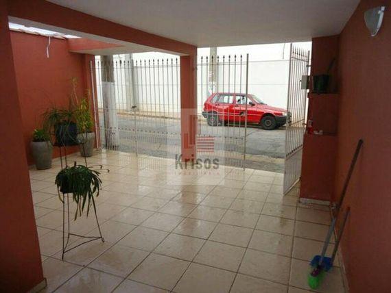 Casa térrea reformada no Ferreira.