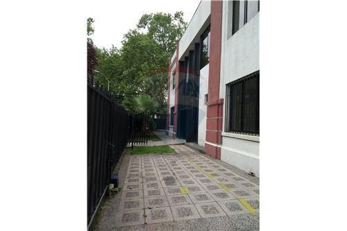 "Local, Santiago, <span itemprop=""addressLocality"">Providencia</span>, por <span itemscope="""" itemtype=""http://schema.org/TradeAction""><span itemprop=""price"">UF 180</span></span>"