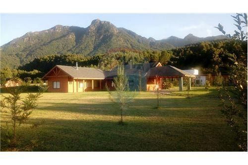"""Casa 250m², Región de la Araucanía, <span itemprop=""""addressLocality"""">Pucón</span>, por <span itemscope="""""""" itemtype=""""http://schema.org/TradeAction""""><span itemprop=""""price"""">$ 185.000</span></span>"""