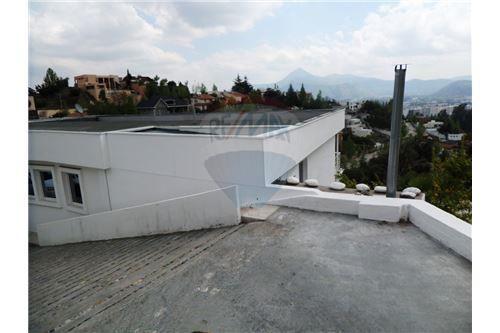 "Casa 356m², Santiago, <span itemprop=""addressLocality"">Las Condes</span>, por <span itemscope="""" itemtype=""http://schema.org/TradeAction""><span itemprop=""price"">UF 25.400</span></span>"