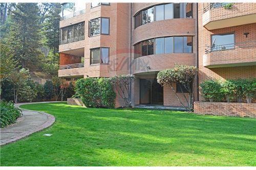 "Departamento 213m², Santiago, <span itemprop=""addressLocality"">Vitacura</span>, por <span itemscope="""" itemtype=""http://schema.org/TradeAction""><span itemprop=""price"">UF 16.300</span></span>"