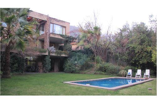 "Casa 550m², Santiago, <span itemprop=""addressLocality"">Las Condes</span>, por <span itemscope="""" itemtype=""http://schema.org/TradeAction""><span itemprop=""price"">UF 35.000</span></span>"