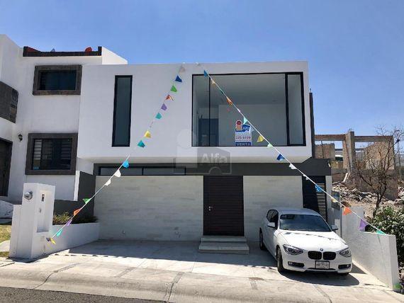 En venta! Casa en privada Fracc. Zibatá (Querétaro)
