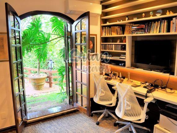 Casa em condomínio - 459m² | 3 Dormitórios | 8 Vagas